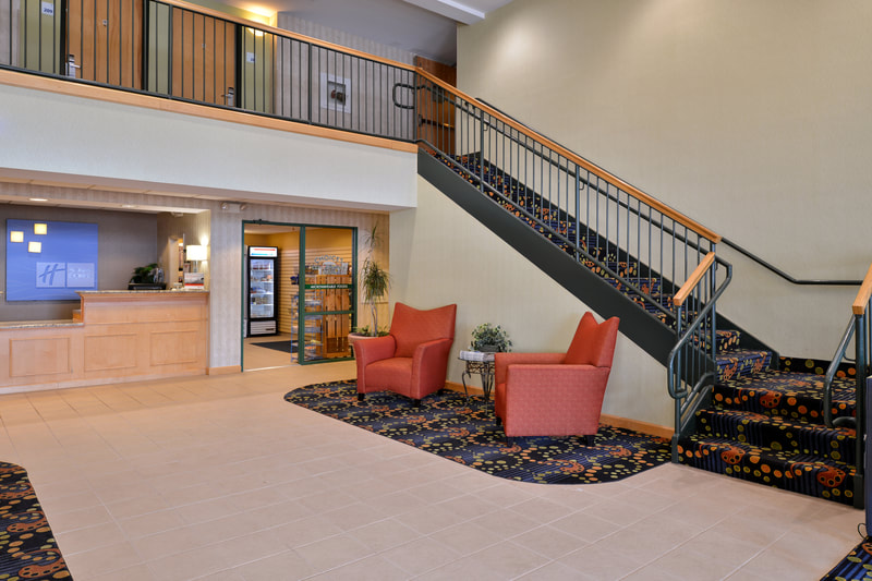a picture of the Holiday Inn Express & Suites in Ocean City, MD showing the lobby area and front desk