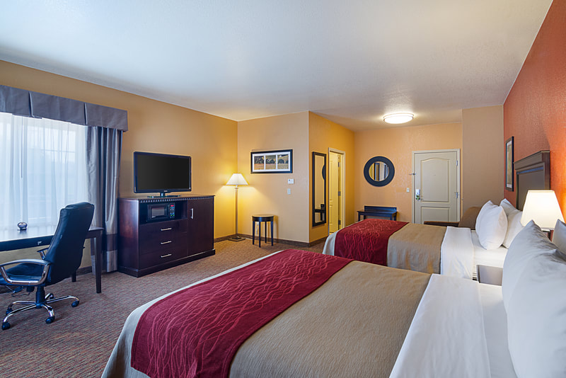 a picture of a guest room with two beds at the comfort inn & suites orange-montpelier in orange, va
